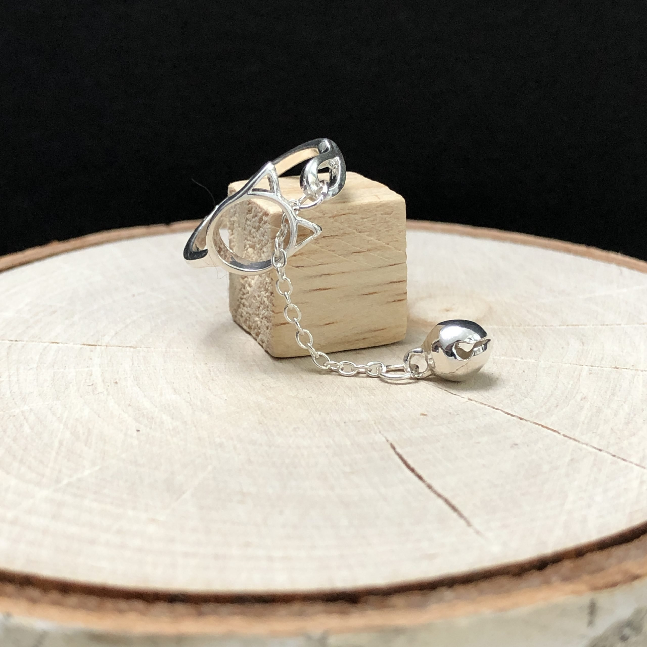 Cat & Bell Ring