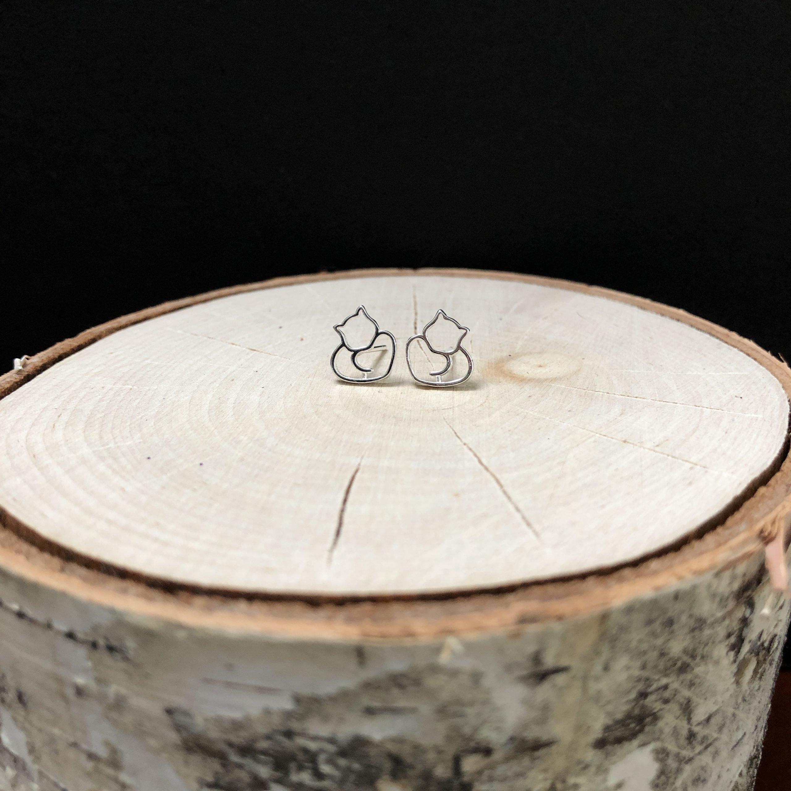 Cuddle Heart Cat earrings